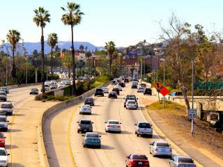 обои Городскиe дороги светлым днем фото