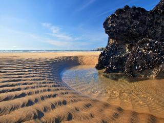 обои Волнистый песок  у прозрачной воды фото