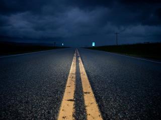 обои Дорога ночная и пyстынная фото
