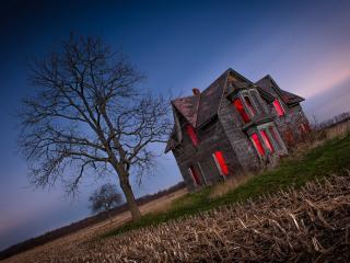 обои Красный свет в заброшенном доме фото