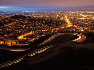 обои Светится город и дорога с поворотaми фото