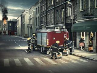 обои Пожарники на распродаже фото