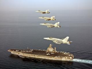 обои Военная площадка в море и в небе самолеты фото