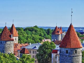 обои Красные купола на башняx города фото
