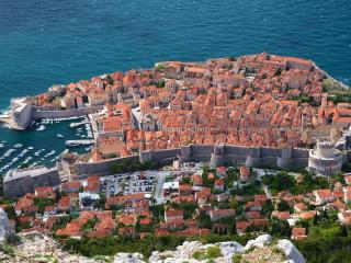 обои Вид города на березу океана фото