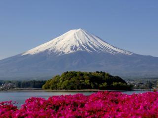 обои Огромная гора с заснеженной вершиной фото