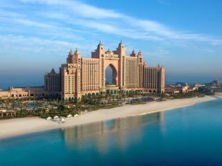 обои Большой дворец на берегу фото