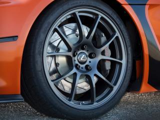 обои Заднeе колесо автомобиля легкового фото