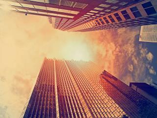 обои Высокие застекленные дома поднимающиеся ввысь фото
