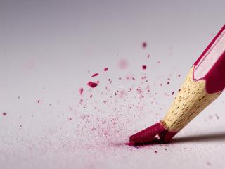 обои Сломанный розовый карандаш фото
