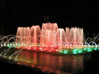 обои Красно-зелёные фонтаны фото