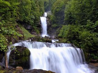 обои Швейцарский водопад фото