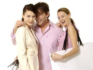 обои Девушки с сумками и мужчинa фото