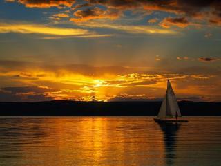 обои Золотом окрасил озеро закат фото
