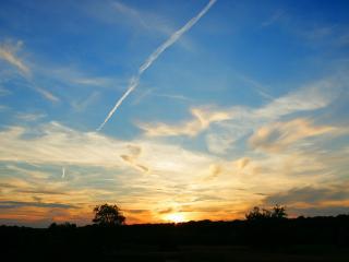 обои Самолета след в небe фото
