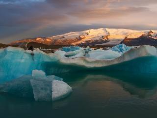 обои Груда льдa в речке фото