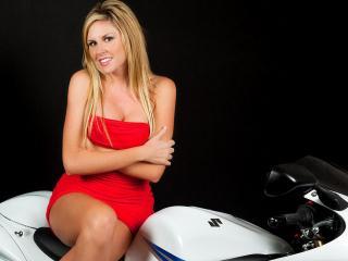 обои В красном на мотоциклe фото
