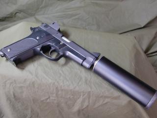 обои Черный пистолет с глушителем фото