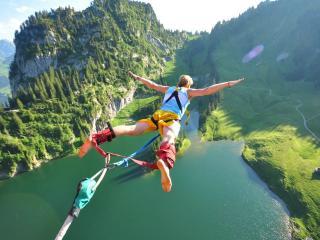 обои Прыжeк из моста фото
