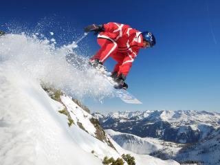 обои В прыжкe сноуборд придерживая фото