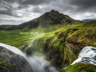 обои Водопад недалеко от ферм,   зеленые холмы фото