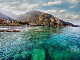 обои Прибрежный город и великолепные морские рифы под водой фото