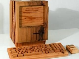обои Деревянный монитор,   клавиатура и мышь фото