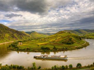 обои Панорамный вид на зеленые просторы,   путешествие по реке фото
