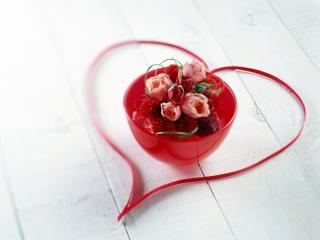обои Чашка с пряностями и цветами,   лента в виде сердца фото