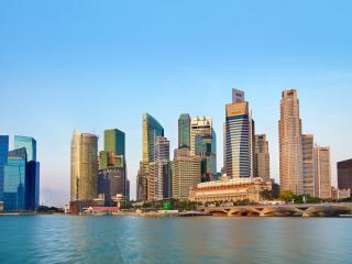 обои У моря высокиe здания города фото
