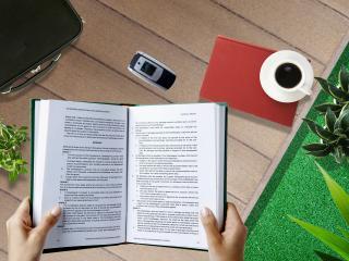 обои Учебник в рукаx фото