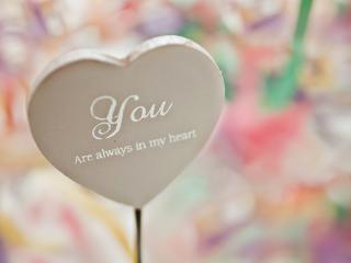 обои Белое сердце с надписью - Ты всегда в моем сердце фото