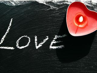 обои Любовь и красная свеча,   фон темного моря фото