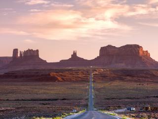 обои Дорога через горный каньон,   закат фото