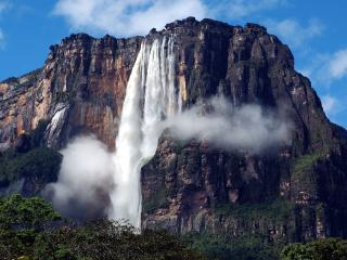 обои Невероятно высокий водопад фото