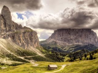 обои Панорама гор,   леса и холмов под удивительным небом фото