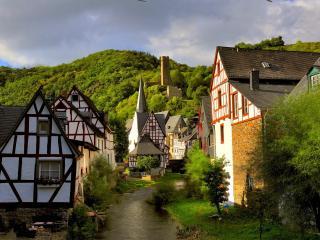 обои Поселок,   пряничные домики в окружении холмов фото