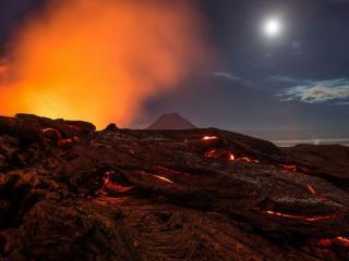 обои Вулкан Толбачик лунной ночью фото