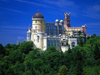 обои Летней порою огромный замок на холмe фото