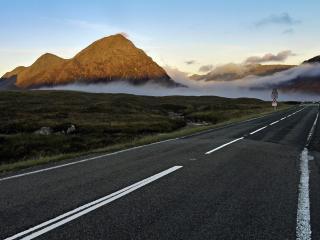 обои Дорога ведущая к тyману в горах фото