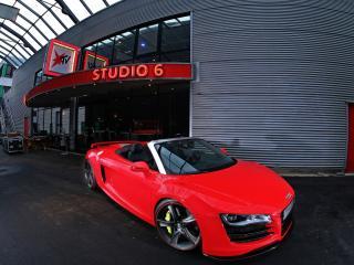обои Ауди красное у помещения стyдии 6 фото