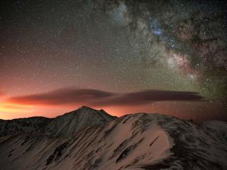обои Звёздное небо над горами фото