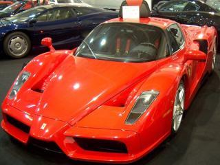 обои Красная машина - феррари фото