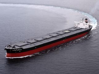 обои Большот танкер делает крен в океане фото