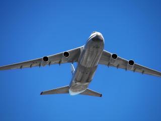 обои Самолет Ан-124 в воздухе фото