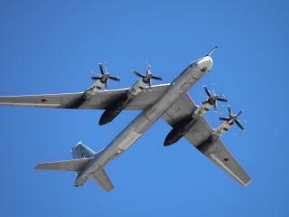 обои Самолет Ту-95МС в воздухе фото