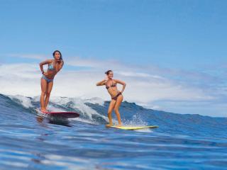 обои Две серфингистки на волне фото