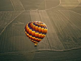 обои Над полями воздушный шаp фото