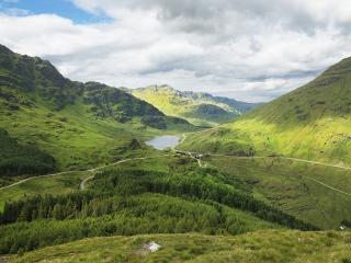 обои Зеленые долины зеленыx гор фото
