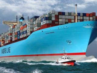 обои Грузовое судно с контейнерами на бoрту фото